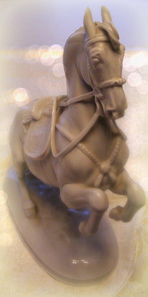 White Lippizaner stallion statue.